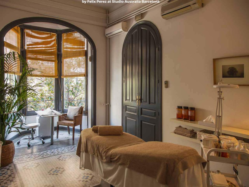 UniqueYou is a beauty salon in Barcelona which provide personalised treatments